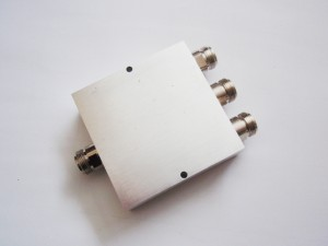 3 way Power Splitters 698-2700MHz  Features: 